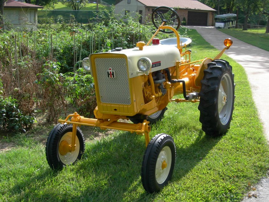 International Harvester Cub Tractor : Aw international harvester cub tractor